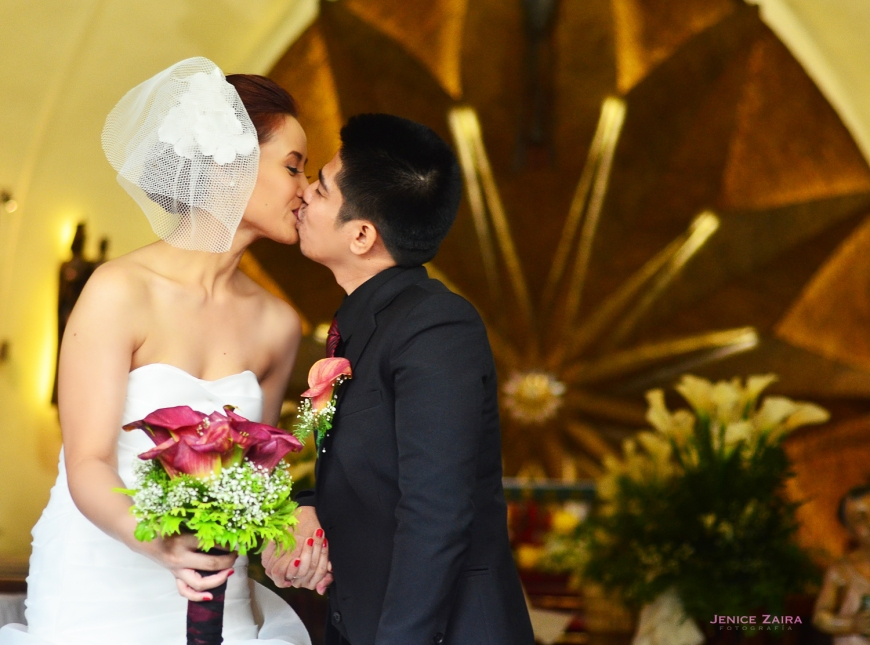 Rey & Myra - Newlywed kiss