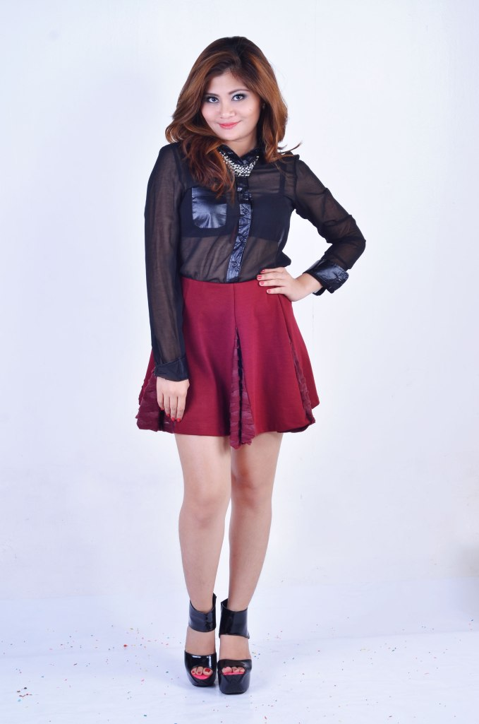 maridygonzales-classy-fabulous-fashion-photography-bulacan-jenicezairafotografia-black-red-dress-pose